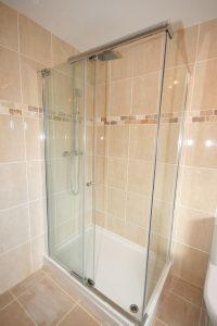 En Suite Bathroom Aspect 2