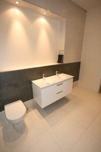 Bathroom 3 Aspect 2