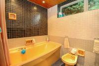 En Suite Bathroom Room 1