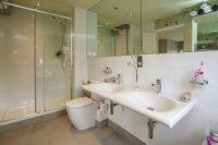 En Suite Bathroom 1 Aspect 2