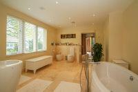 En Suite Bathroom Aspect 3