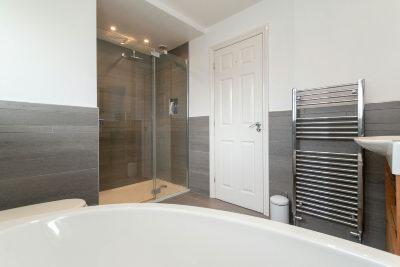 Family Bathroom A2