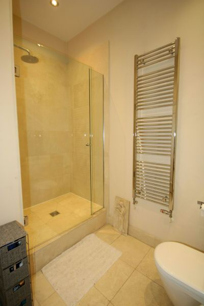 Guest Shower Room A2